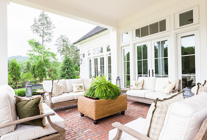 southern-style-home-patio