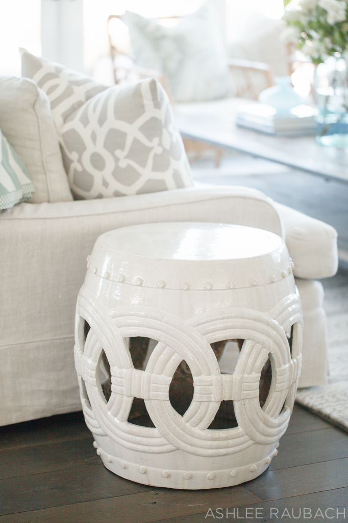 becki-owens-classic-coastal-living-room