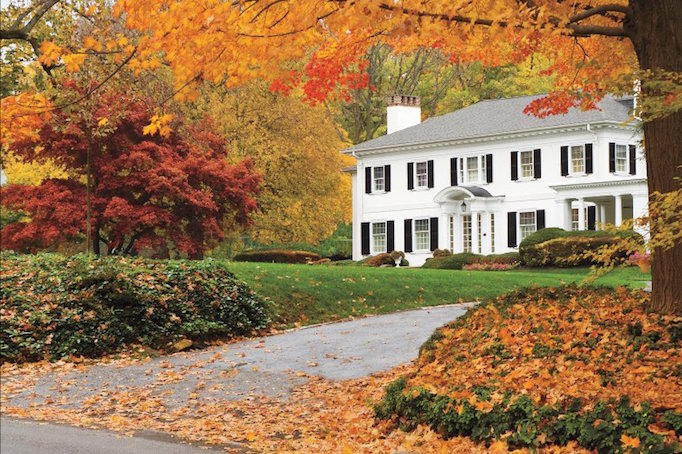 white-house-fall-new-england