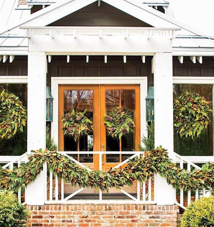 becki-owens-holiday-greenery-exterior-magnolia-garland